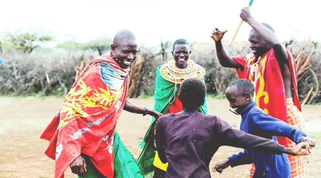 タンザニアのマサイ族村に暮らす人々